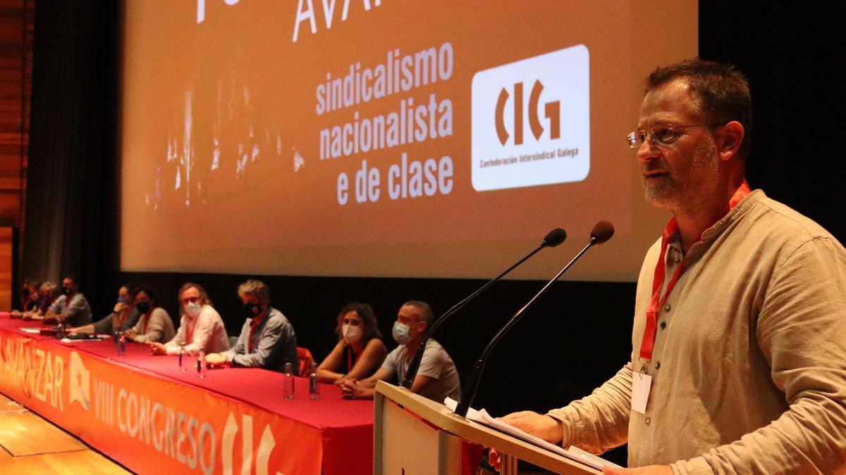 El secretario xeral de la CIG, Paulo Carril, da un discurso tras ser reelegido.