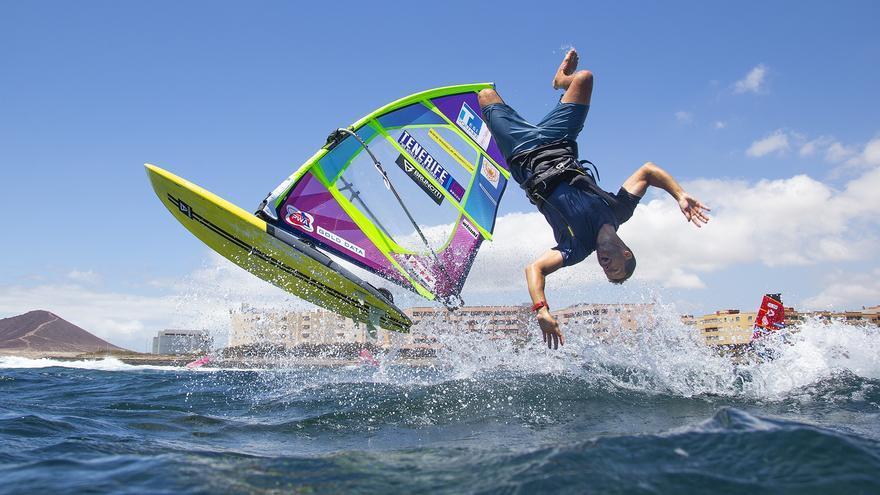 El windsurf siempre depara imágenes espectaculares