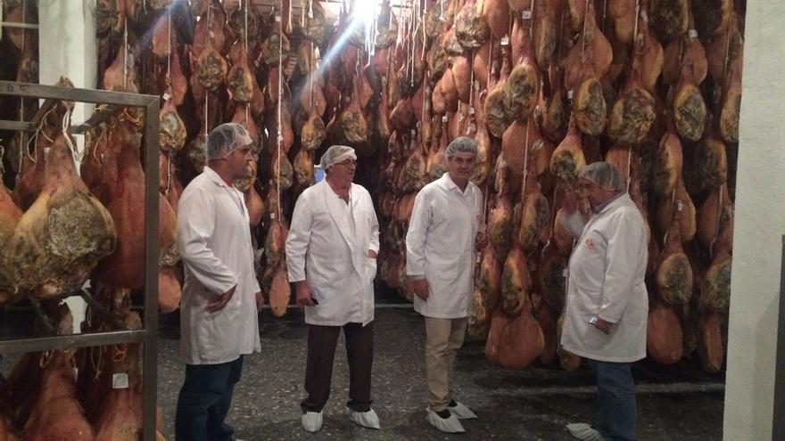 El PP llevará al Parlamento de Andalucía una iniciativa en apoyo del jamón de la Alpujarra