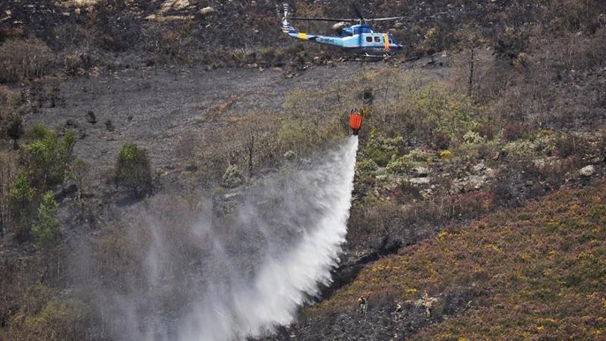 Continúa activo un incendio en Sober (Lugo) que ya ha quemado 100 hectáreas