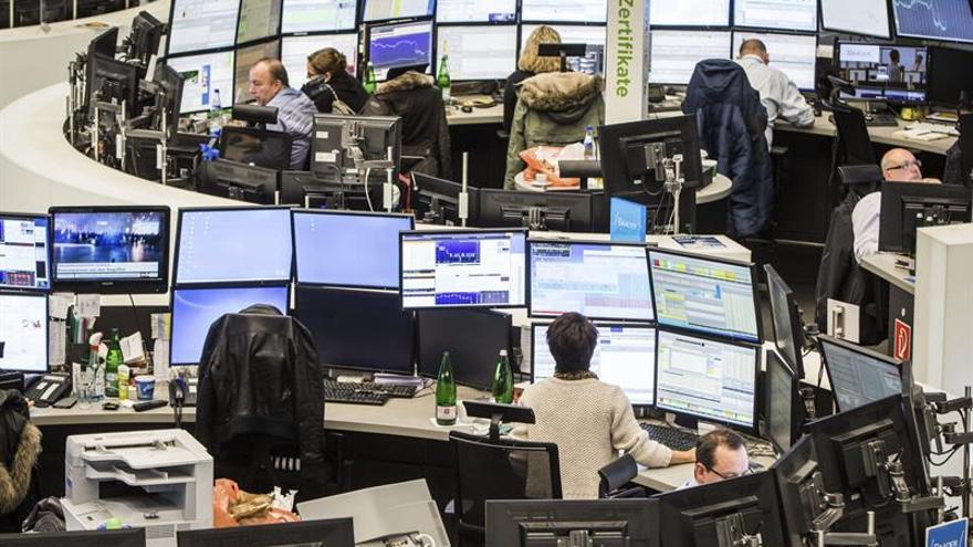 La Bolsa de Fráncfort baja un 0,33 por ciento