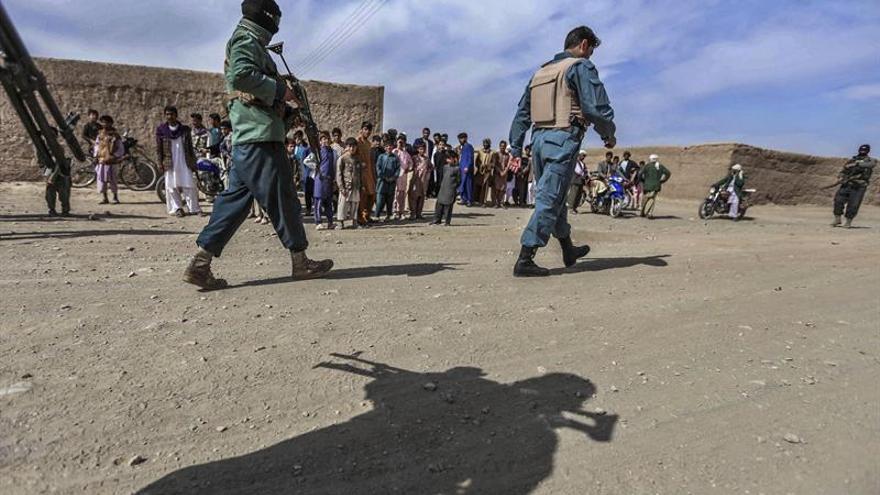 Ashraf Gani ordena investigar abusos sexuales a niños por parte de policías afganos