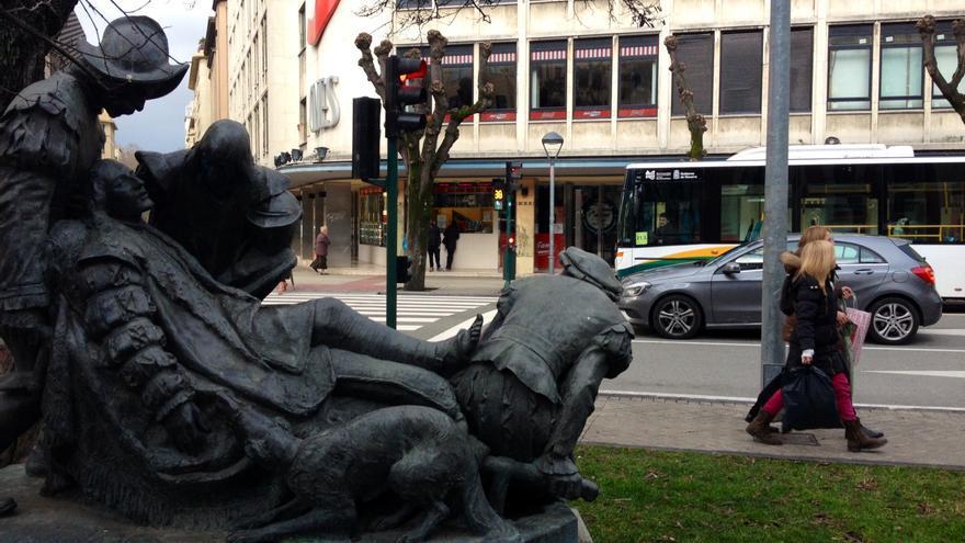 La escultura de Joan Flotats a San Ignacio de Loyola en Pamplona.