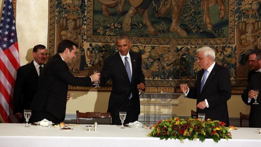 Obama vista la Acrópolis en su última jornada en Atenas