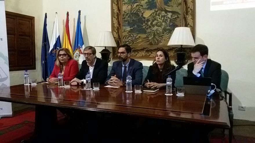 Acto de inauguración en la Casa Salazar de Santa Cruz de La Palma de las jornadas sobre la optimización de registros en sistema Delta e investigación de accidentes de trabajo.
