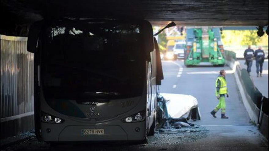 Sube a 4 el número de heridos graves en el accidente de un autobús con jóvenes españoles en Francia