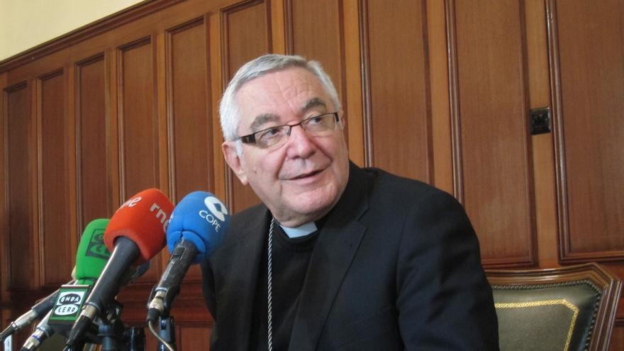 """El obispo de Santander anima a """"no descafeinar"""" el sentido de la Navidad"""