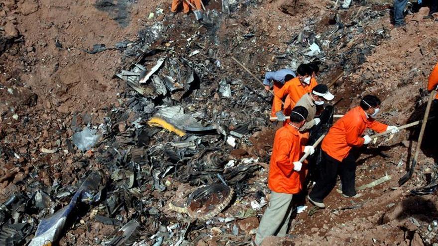 Se estrella un avión con unos 60 pasajeros a bordo en Irán