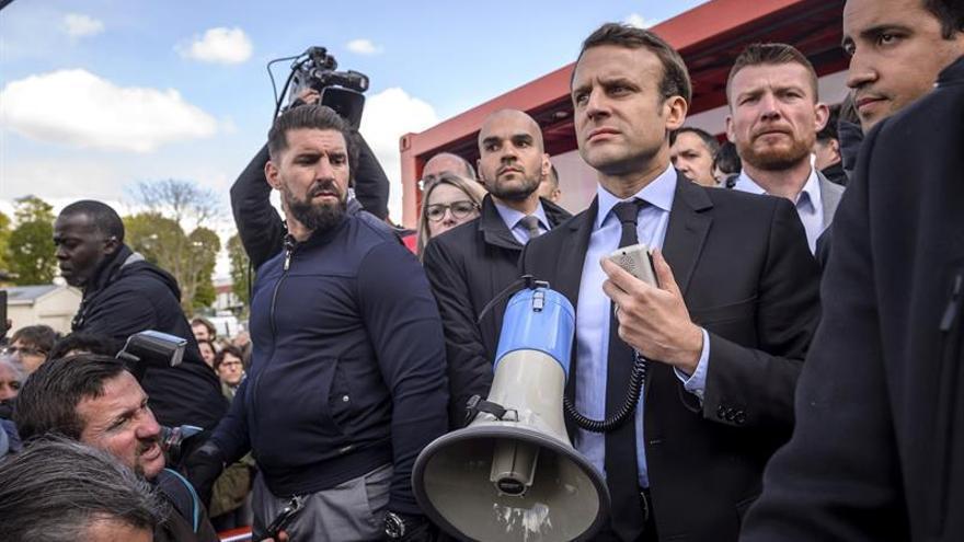 Macron, abucheado en su visita a los huelguistas de Whirlpool en Amiens