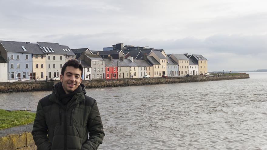 En la imagen, el periodista Iru Pérez en Galway, donde estudia inglés.