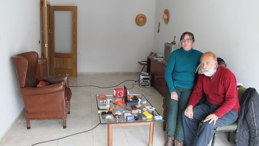 Encarnación y Juan Antonio, en su casa de la Corrala de Almendralejo