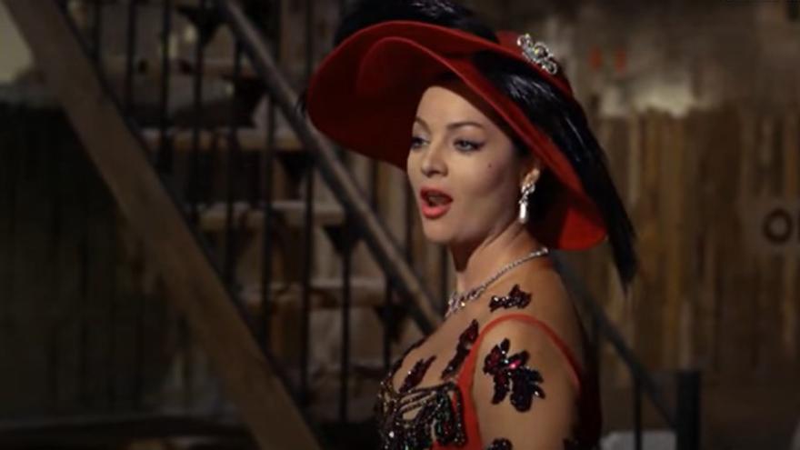 Sara Montiel interpretando 'Colón 34'   Fotograma de 'La reina del Chantecler'