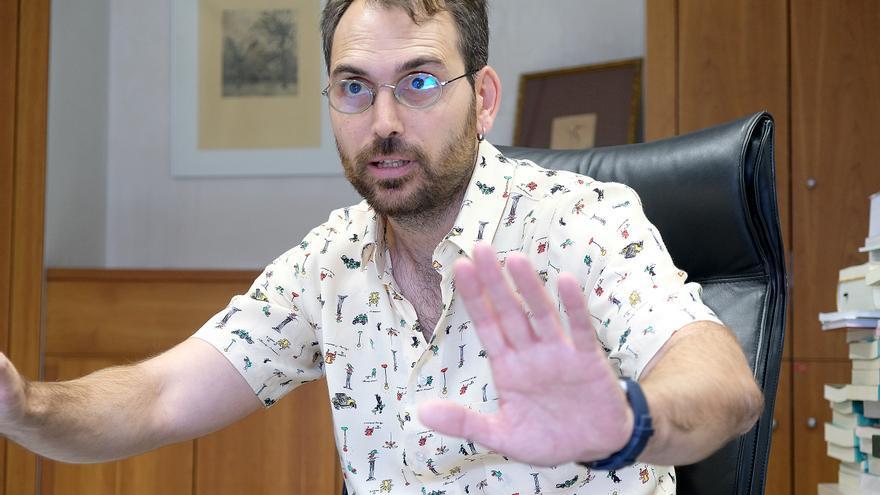 Toni Valero, coordinador general de IU Andalucía, durante la entrevista el pasado jueves en el Parlamento.