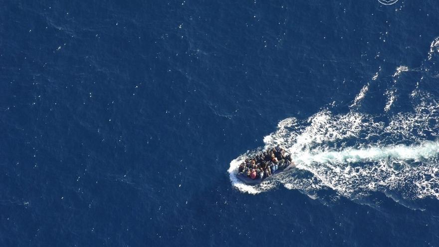 Ascienden a 36 las personas rescatadas a bordo de cuatro pateras este sábado en aguas del Estrecho