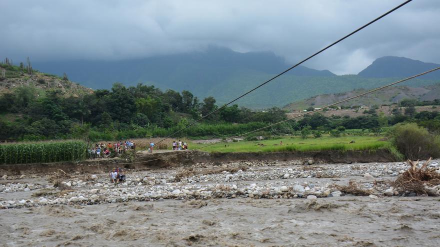 Las inundaciones de Perú han dañado gravemente carreteras e infraestructuras, lo que dificulta el reparto de ayuda humanitaria.