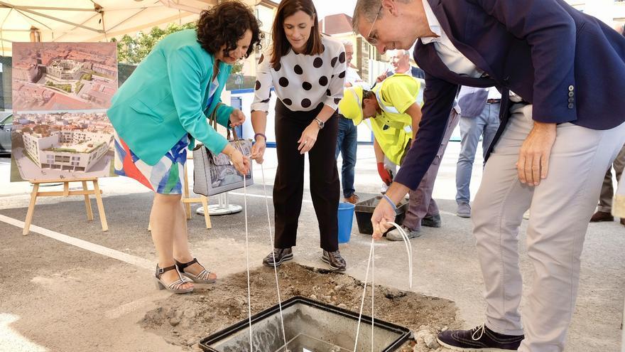 Primera piedra de la construcción de viviendas de VPO en Tabacalera. | AYUNTAMIENTO DE SANTANDER