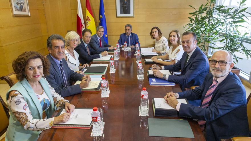 Primera reunión del Consejo de Gobierno de Cantabria presidido por Miguel Ángel Revilla.   RAÚL LUCIO
