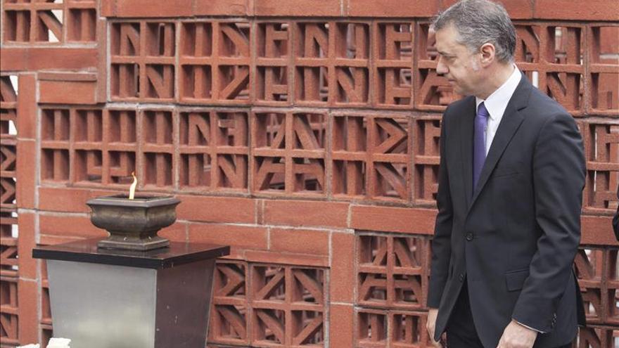"""La Cámara vasca recuerda """"a todas las víctimas"""" con la ausencia del PP y UPyD"""