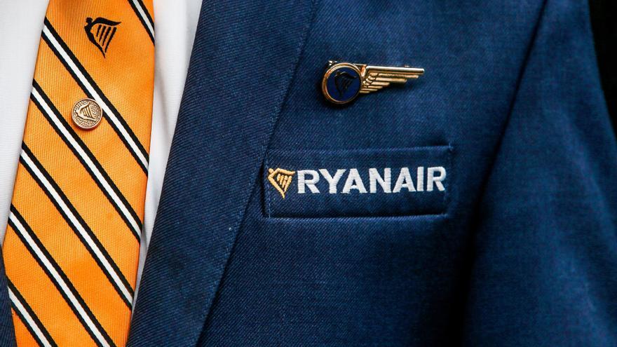 Pilotos de Ryanair se bajan el salario un 20 % a cambio de mantener el empleo