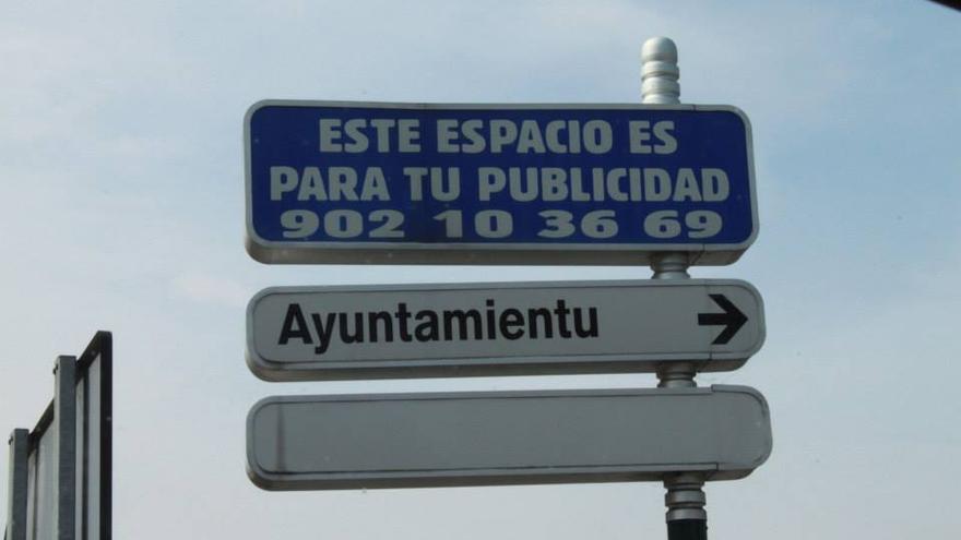 Un ejemplo de señalización en asturiano.