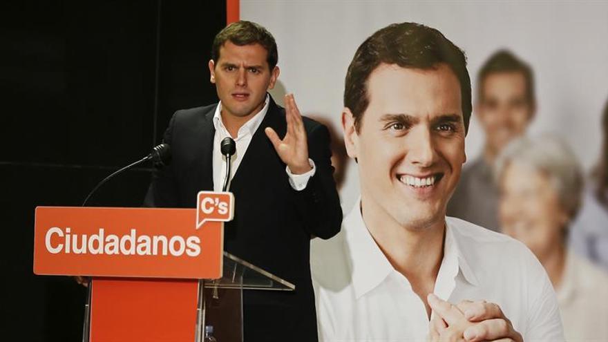 "Rivera: No aspiro a que PP y PSOE sean ""naranjitos"" sino a que dejen de robar"