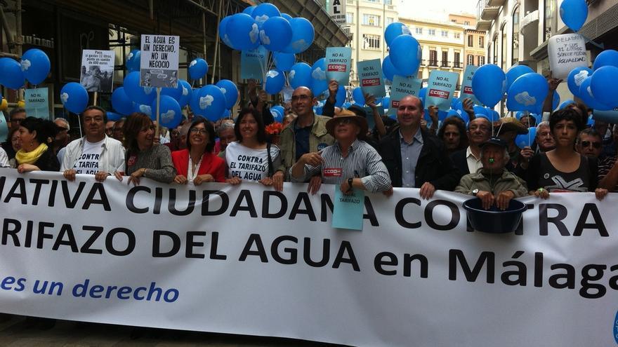 Miles de personas acuden a la manifestación para exigir la modificación del sistema de Emasa