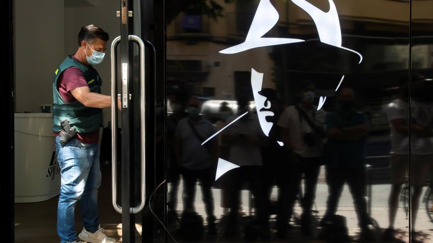 Quince detenidos y 20 registros a empresas que surtían a organizaciones criminales