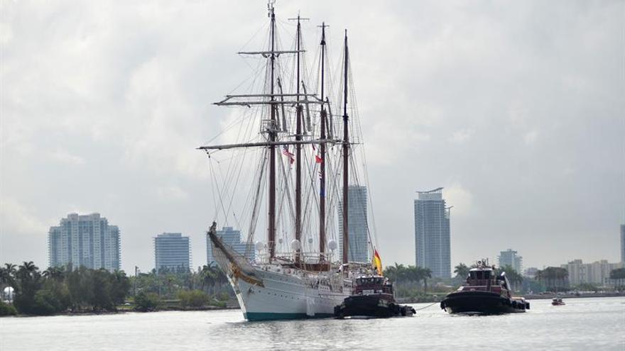 El Juan Sebastián Elcano llega a Salvador (Brasil) en crucero de instrucción
