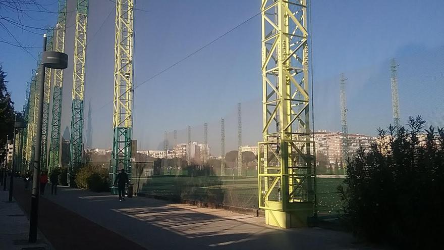 Parque de Chamberí, Madrid, con vista al Campo de Golf tras la tela metálica