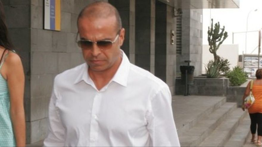Al juez sorprendido en una fiesta ilegal le acompañaba uno de los condenados por el mayor caso de corrupción de Lanzarote