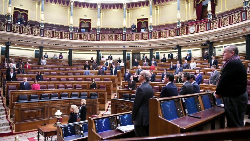 Minuto de silencio en el Pleno del Congreso por el asesinato de Laura Luelmo.