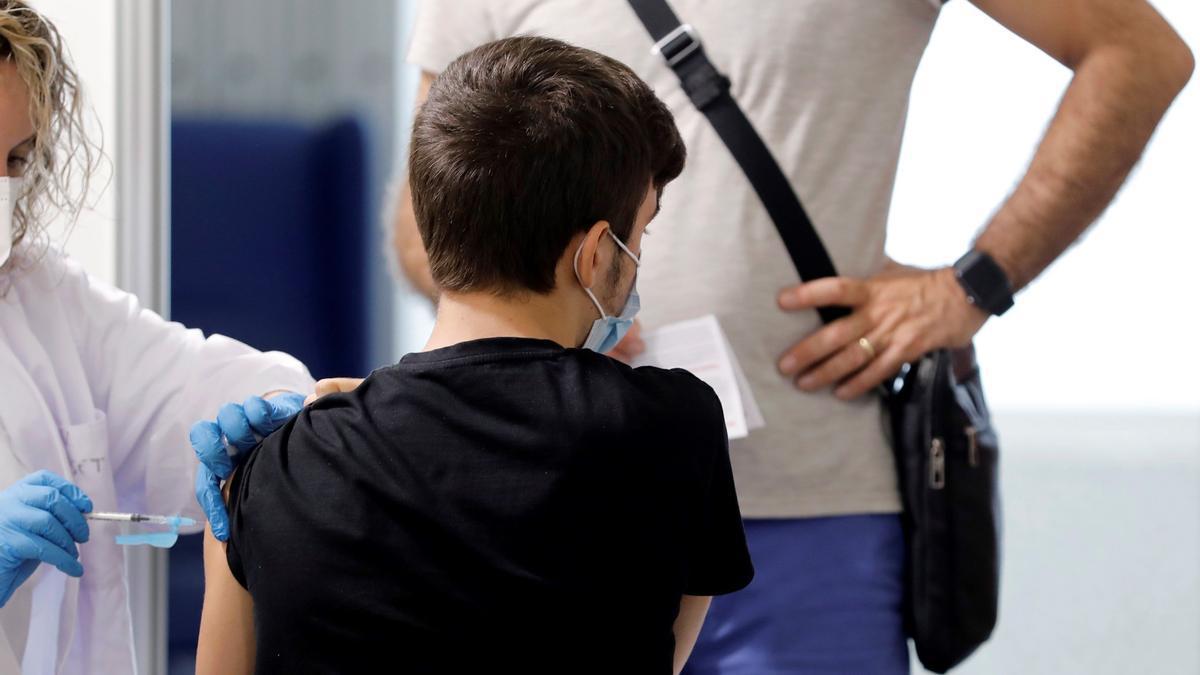 La vacunación de personas inmunodeprimidas con la dosis adicional se retrasa en Extremadura