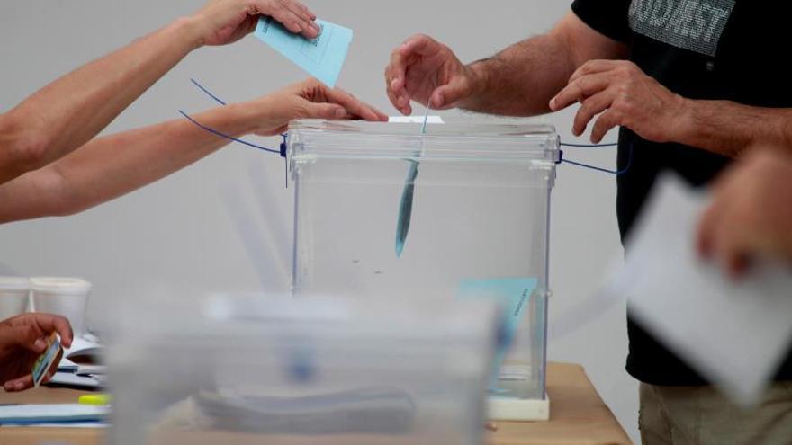 Las rectificaciones en el recuento de votos cambian el tablero en una docena de municipios de Andalucía