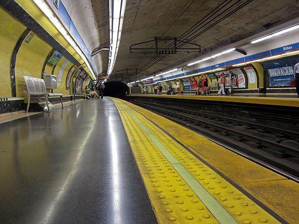 Uno de los andenes de la estación de Metro de Bilbao