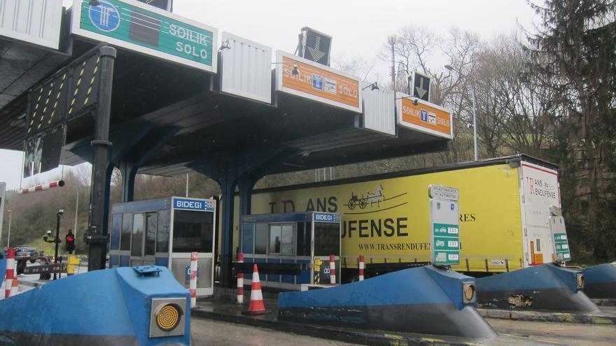 Los camiones de 7,5 toneladas podrán circular por Euskadi hacia la frontera de diez de la noche a once de la mañana