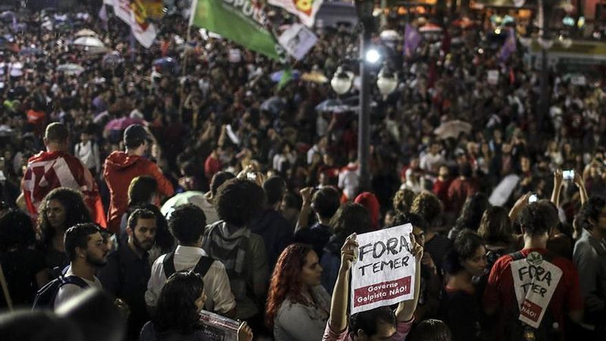 Protestas a favor y en contra de la destitución de Rousseff