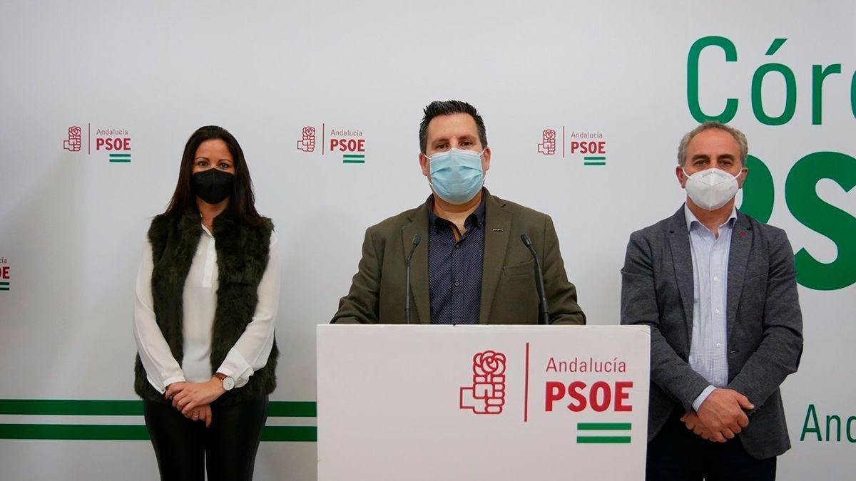 Expósito, Mellado e Izquierdo en la sede del PSOE.