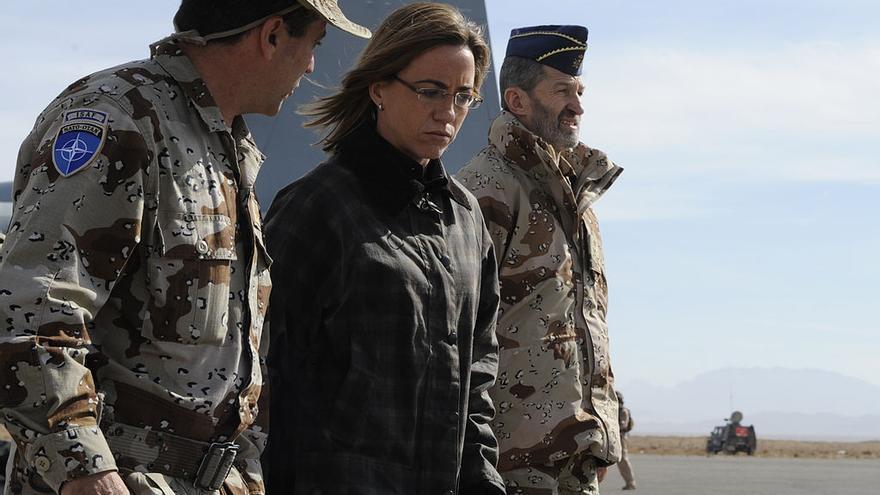 Carme Chacón en una visita a Afganistán junto al entonces Jemad, José Julio Rodríguez, hoy diputado de Podemos.
