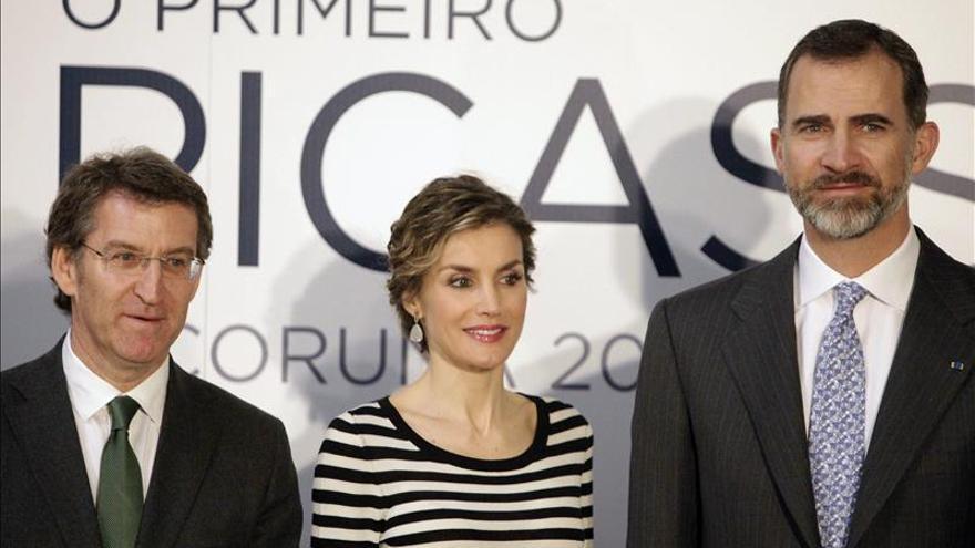 Los Reyes inauguran en A Coruña la primera exposición del Picasso gallego