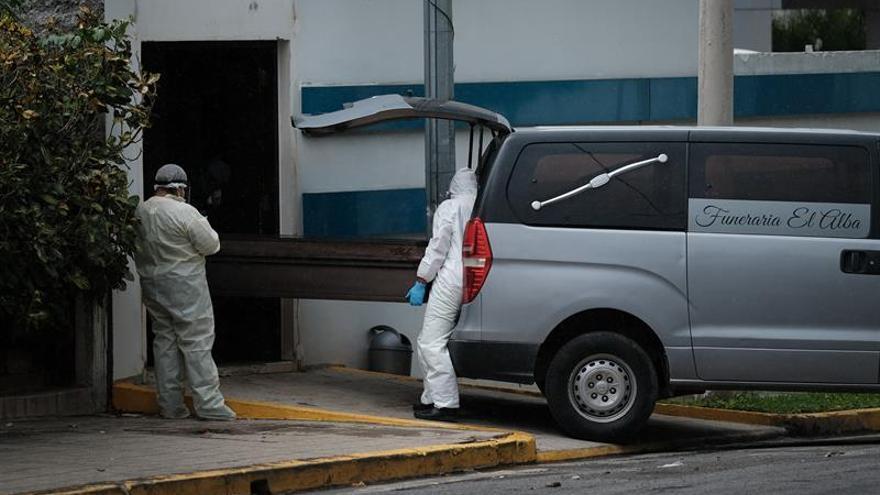 Según el Observatorio Ciudadano, compuesto por una red de médicos y voluntarios de otras profesiones que verifican y registran de forma independiente los casos de COVID-19, la pandemia ya ha afectado en total a 5.027 personas en Nicaragua, mientras que las autoridades registran 1.118 casos.