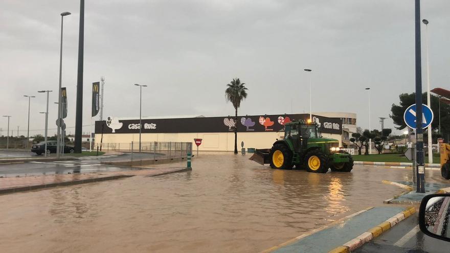 Una veintena de carreteras de la Región cortadas por las intensas lluvias