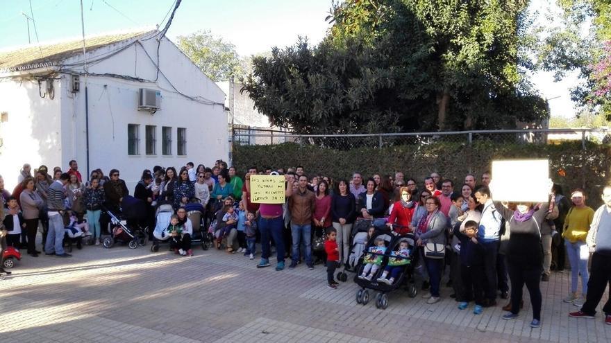 """Las familias de la guardería de Coria con cinco bajas y vacantes reclaman """"una respuesta"""" a la Junta"""
