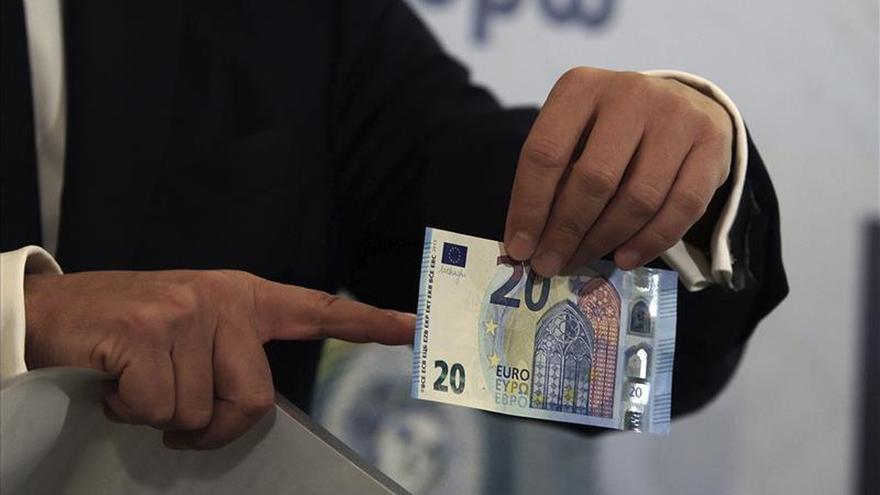 El nuevo billete de 20 euros comienza a circular mañana en la zona del euro