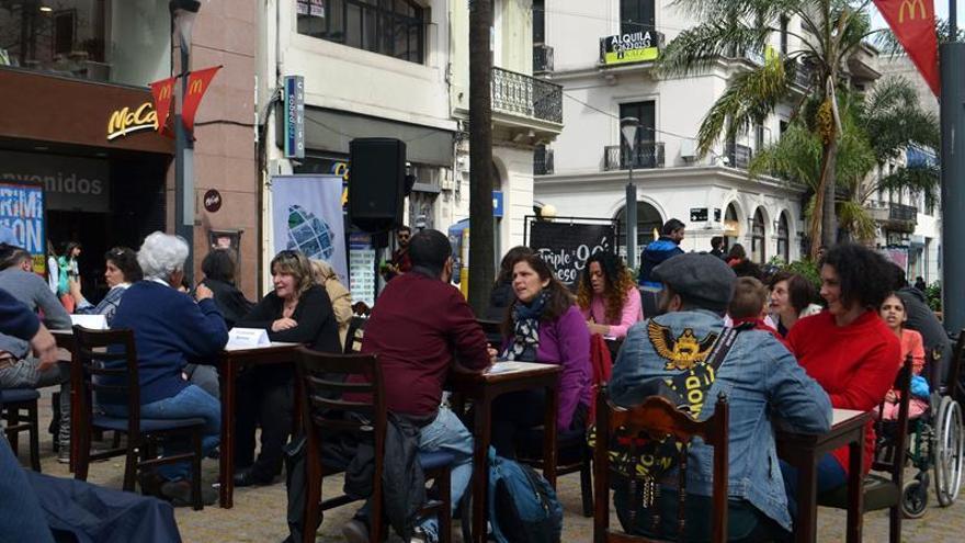 """Uruguay celebra el día de la democracia con """"bibliotecas humanas"""""""