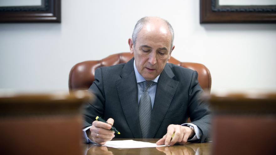 El cabeza de lista por Bizkaia del PNV, Josu Erkoreka, y portavoz del Ejecutivo vasco.