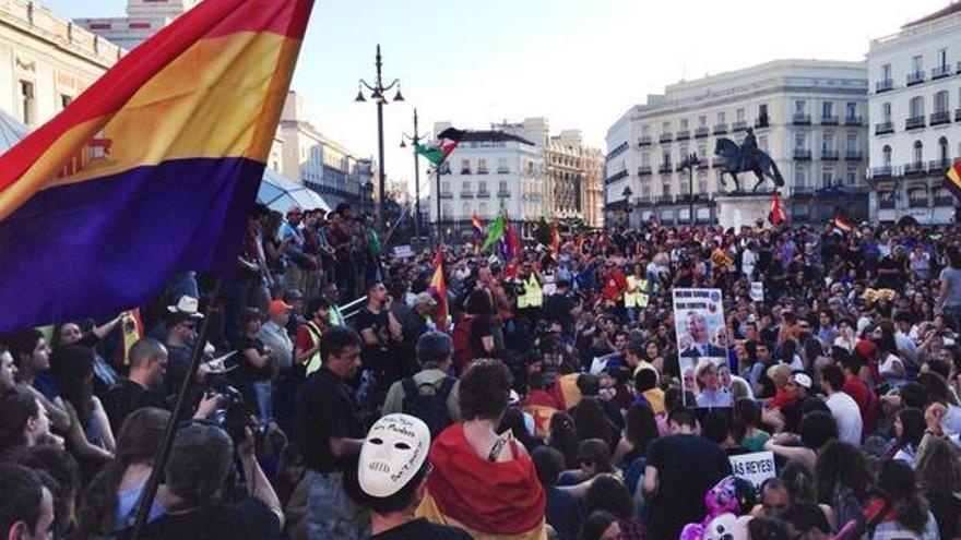 Asamblea en Sol tras la marcha por la celebración de un referéndum / Juan Luis Sánchez