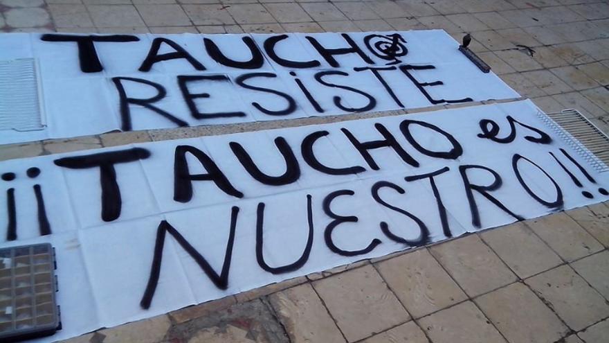 """Cartel en el que se hace un llamamiento a la """"resistencia"""" del colectivo okupa."""