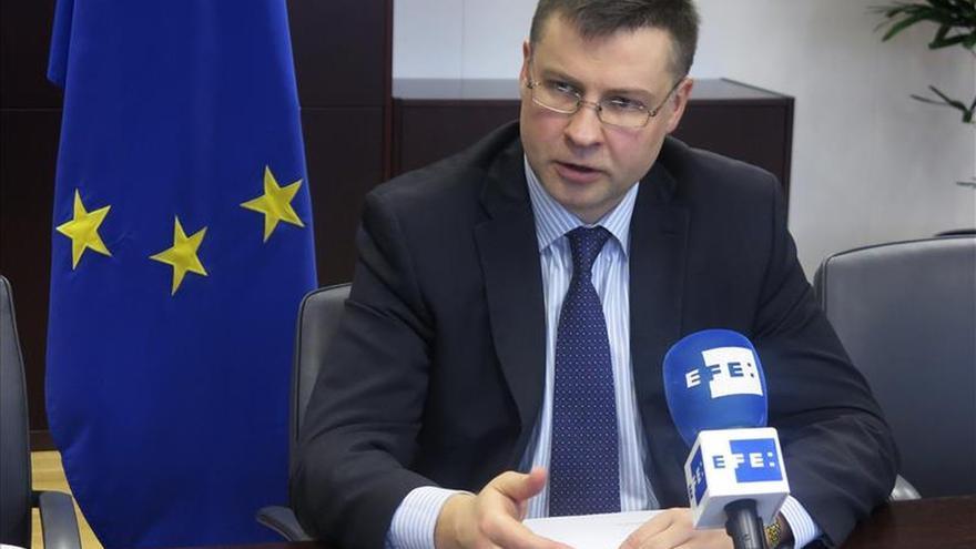 """Dombrovskis dice que """"hay una necesidad real de acelerar las negociaciones con Grecia"""""""