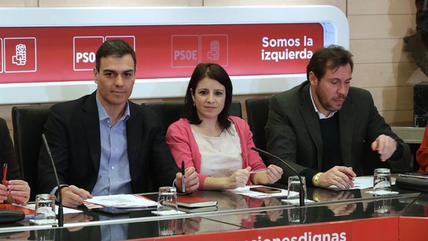 Pedro Sáncez preside la reunión de la Comisión Permanente del PSOE.
