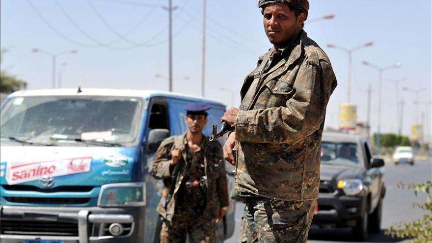 Ascienden a 40 muertos y 200 heridos víctimas en combates sectarios en Yemen